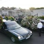 Multitudinaria despedida a las tres mujeres asesinadas en Valga