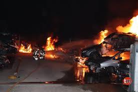 Un incendio causó graves daños en un desguace de vehículos en Nigrán