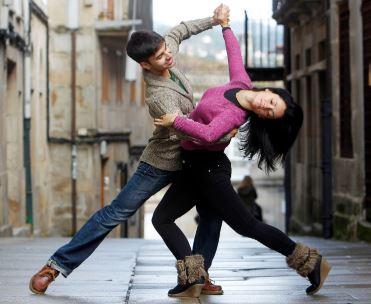 Adrián Esperón, el 14 veces campeon de España en baile deportivo, abre «Pontebaile» su primera escuela de baile en pontevedra