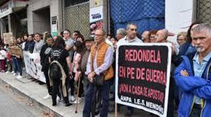 Centenares de vecinos de Redondela protagonizaron una manifestación contra la apertura de una casa de apuestas