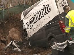 La borrasca «Fabien» deja una secuela de incidentes, varios accidentes mortales de tráfico y a miles de gallegos sin luz
