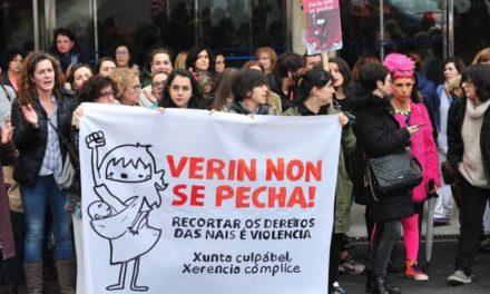 Miles de personas participaron en la manifestación en defensa de la sanidad pública gallega