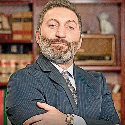 Victor fabregas, AS MANIAS