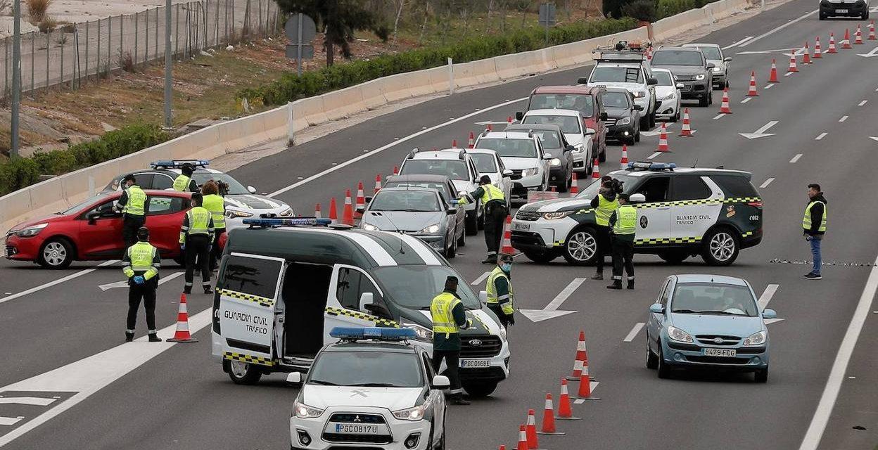 Cambio importante: ahora el Gobierno si permite que junto al conductor vaya otra persona en el coche