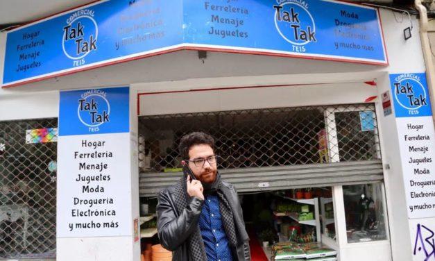 _Imad TakTak  alias Juanito, entrega en centro salu de Teis 2.000 Guantes,300 Mascarillas e gel hidroalcohólico.