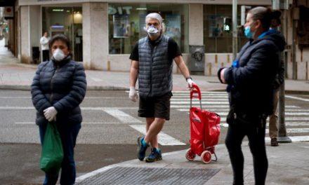 La OMS abre la puerta a que se generalice el uso de la mascarilla y el Gobierno español sopesa proponerlo