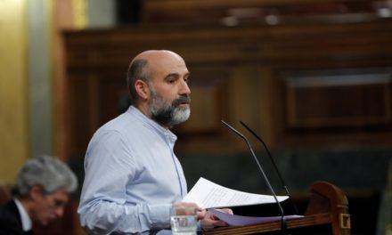 El diputado del Bloque denuncia que la costa gallega está llena de foráneos