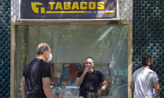 En Galicia prohibido fumar en las calles o en terrazas si no hay distancia social suficiente