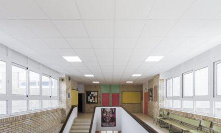 Sólo dos niños acudieron al primer dia de clases en el colegio de Mosteiro, en Meis donde aparecieron positivos