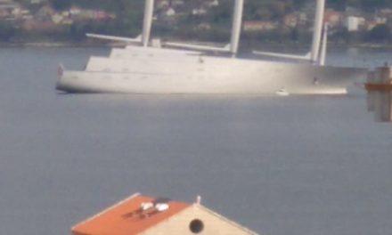 Llega a la ría de Vigo el que dicen velero más grande del mundo
