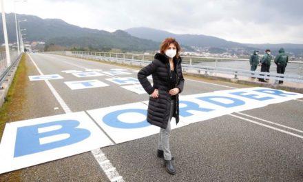 Pancarta gigante en Tomiño con el lema «Open the border»