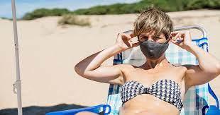 El lío del uso de la mascarilla en la playa y en los coches
