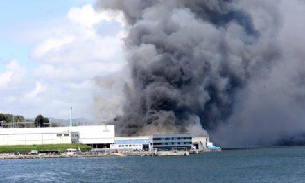 Se investigan las causas del incendio en la conservera «Jealsa»